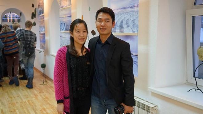 Hai anh em Đinh Xuân Trường - Đinh Tuyết Chinh có thành tích học xuất sắc, nhận được học bổng du học toàn phần của Bộ GD&ĐT. Ảnh: Ngân Giang.