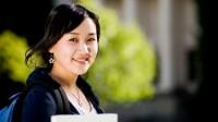 Những du học sinh đến từ các quốc gia không sử dụng tiếng Anh như loại ngôn ngữ chính nên thử phương pháp đọc ngược các bài luận nhiều lần...