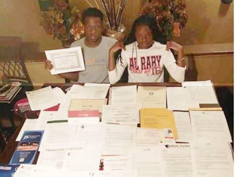Cặp song sinh được hơn 60 trường đại học Mỹ tiếp nhận