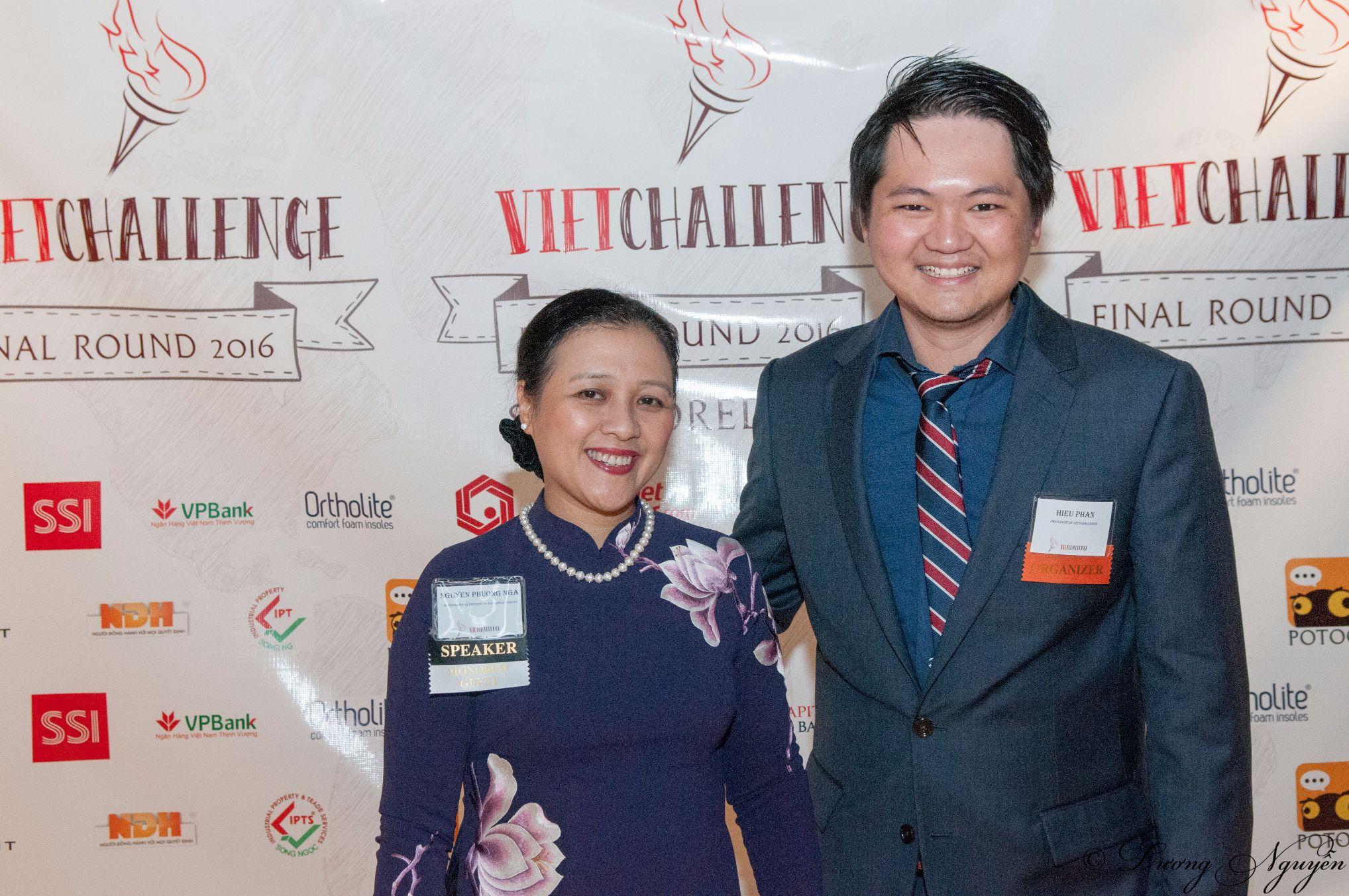 Chụp cùng bà Nguyễn Phương Nga- trưởng phái đoàn việt Nam tại Liên Hiệp Quốc