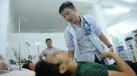 Bác sĩ Trần Hoàng Minh, 29 tuổi, quốc tịch Mỹ, học Trường ĐH Houston (Mỹ) và tốt nghiệp ĐH Queensland (Úc) đã chọn Bệnh viện Gò Vấp, TP.HCM làm việc....