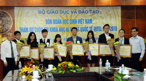 Việt Nam vượt Singapore ở hội thi Khoa học kỹ thuật quốc tế