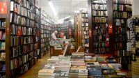 Hiệu sách The Strand được ví như một ốc đảo tri thức tách biệt hoàn toàn với những ồn ào đô hội của New York sau những cánh cửa đã...