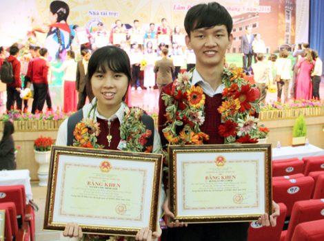 Hai học sinh đạt giải quốc tế với đề tài nghiên cứu chữa ung thư