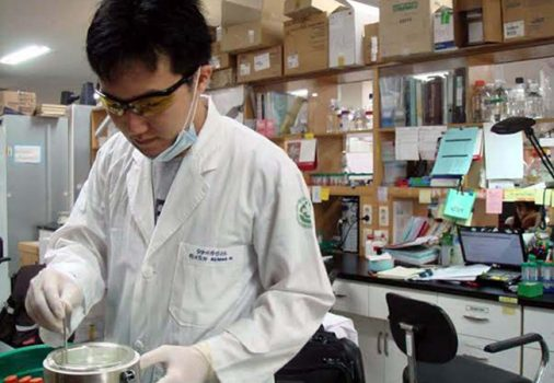 Cựu sinh viên ĐH KHTN công bố với thế giới cách điều trị ung thư mới