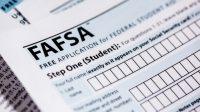 """FAFSA được viết tắt bởi """"Free Application for Federal Student Aid"""" (Mẫu đơn xin trợ cấp liên bang dành cho học sinh). Đây là mẫu đơn được dùng chung ở..."""