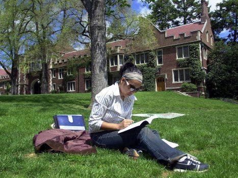 Những trường đại học có tỉ lệ nữ giới học khối ngành STEM cao