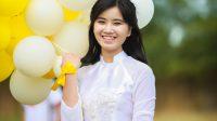 """Niềm vui của Đặng Thúy Quỳnh – nữ sinh sinh ra và lớn lên ở vùng quê nghèo Hà Tĩnh – vẫn còn đang """"nóng hổi"""" khi phóng viên liên..."""