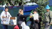 Các bạn thanh niên, sinh viên Việt cùng một số kiều bào chuẩn bị hơn 500 phần quà tặng cho người vô gia cư ở Mỹ nhân dịp Giáng sinh....