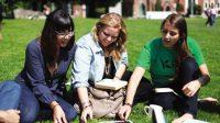 Cứ đến mùa tuyển sinh hằng năm, người ta lại chuyền tay nhau chia sẻ những bài viết về các tấm gương được học bổng của các trường Ivy League...