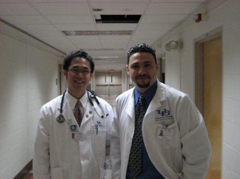 """Khoản nợ khổng lồ để trở thành một bác sĩ """"vững tay"""" tại Mỹ?"""