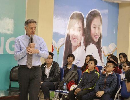 """Cựu Thống đốc Mỹ Peter Shumlin: """"Động lực của học sinh Việt là điều hiếm"""""""