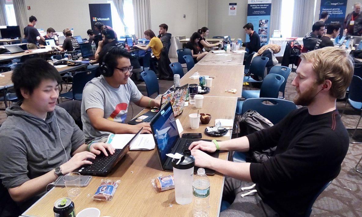 Tuấn và 2 bạn khác cùng tham dự Philly Codefest, hackathon tổ chức tại Drexel University