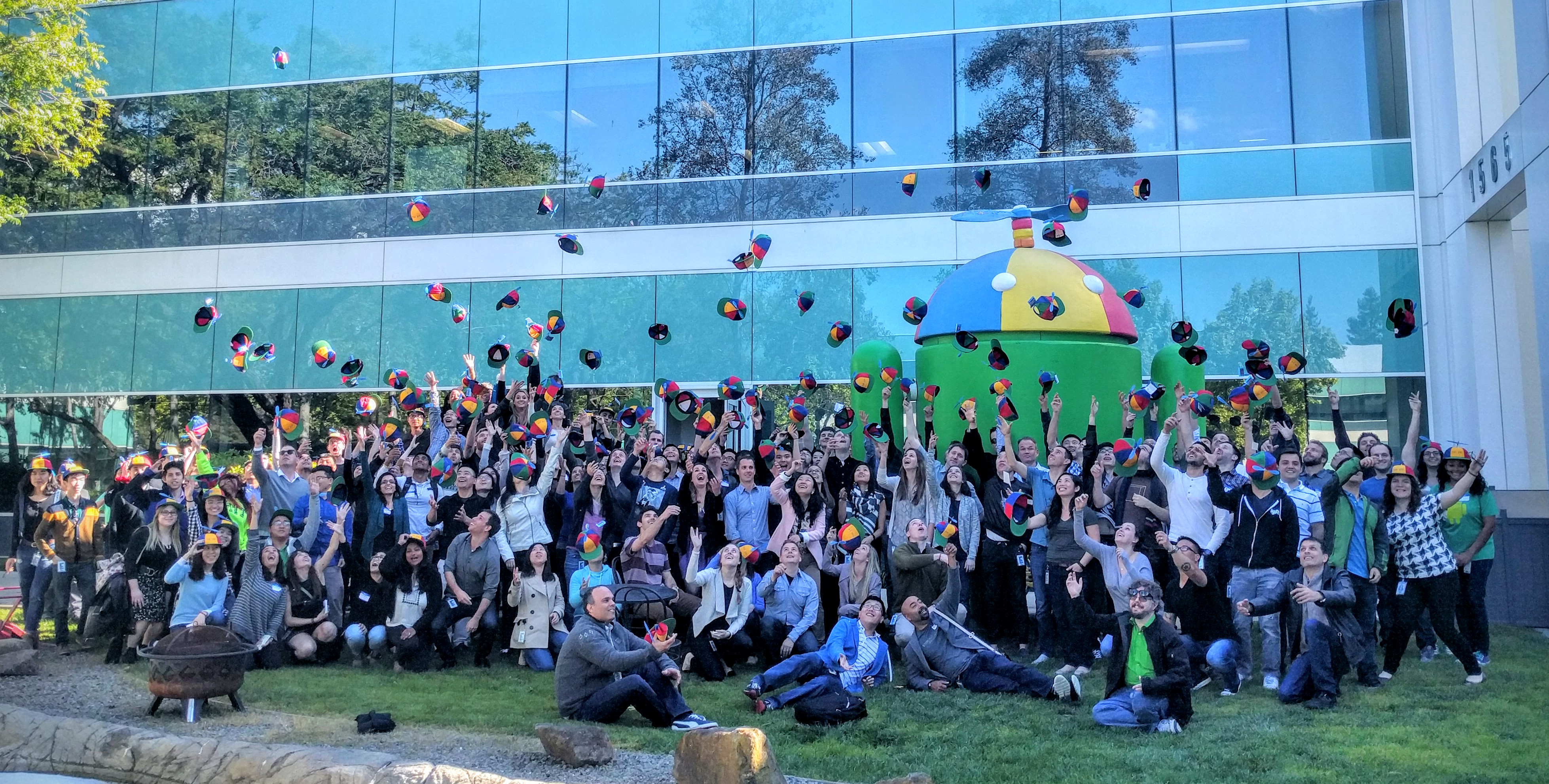 Tuấn cùng các nhân viên mới ở Google sau khi hoàn tất training trước khi vào làm việc chính thức.