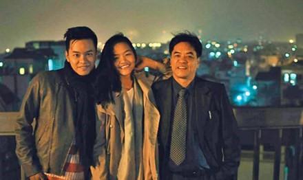 Nguyễn Đình Tôn Nữ cùng bố và anh trai. Ảnh: Tiền Ph