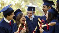 """Hằng năm vào khoảng thời gian này, phụ huynh và học sinh lớp 12 thường vô cùng hoang mang trước những tựa bài báo như: """"Tràn ngập hồ sơ đăng..."""