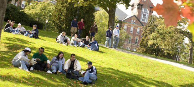 Cuộc sống sinh viên tại khuôn viên trường học