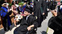 Chân không đi được, tay bất lực, miệng nói không rõ chữ, một mình với chiếc xe lăn, Trần Mạnh Chánh Quân (sinh năm 1992) vẫn tự tin vươn ra...