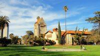 Dễ dàng đến các quán bar và nhà hàng, thời tiết thuận lợi, the University of San Francisco là ngôi trường đại học có vị trí thuận lợi nhất tại...
