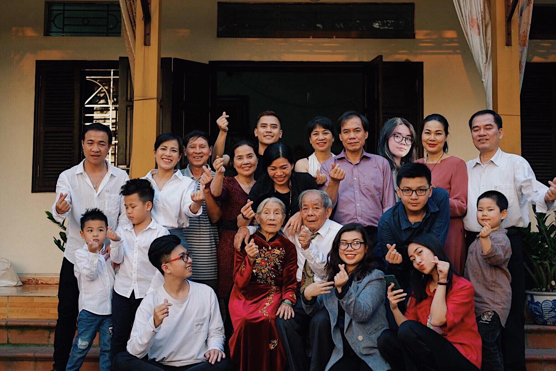 YT-02: Ảnh Tết Cùng Gia đình Cách Xa 13000 Cây Số